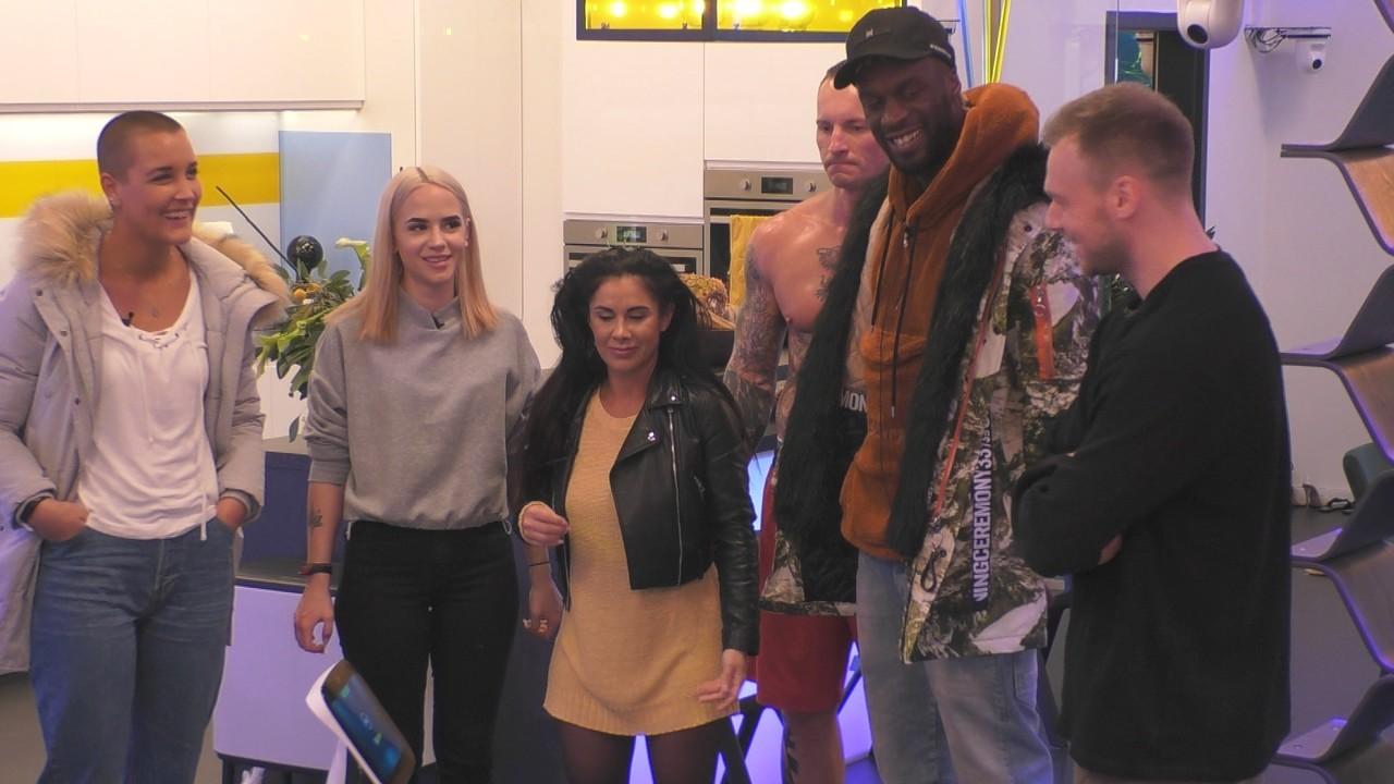 """Die """"Big Brother""""-Bewohner Michelle, Gina, Maria, Denny, Mac und Philipp (v. l. n. r.) Sat.1"""