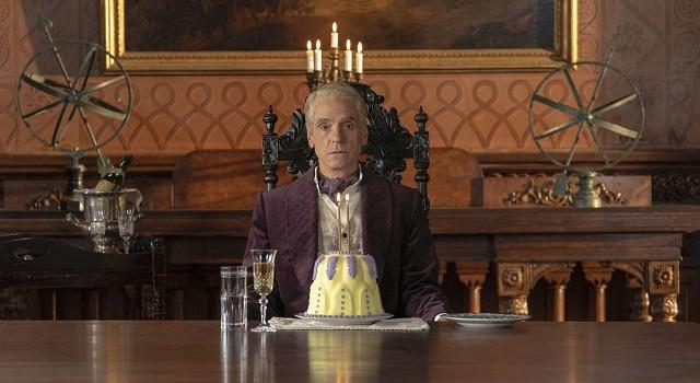 Wirkt in der Handlung extrem isoliert: Ozymandias (Jeremy Irons).