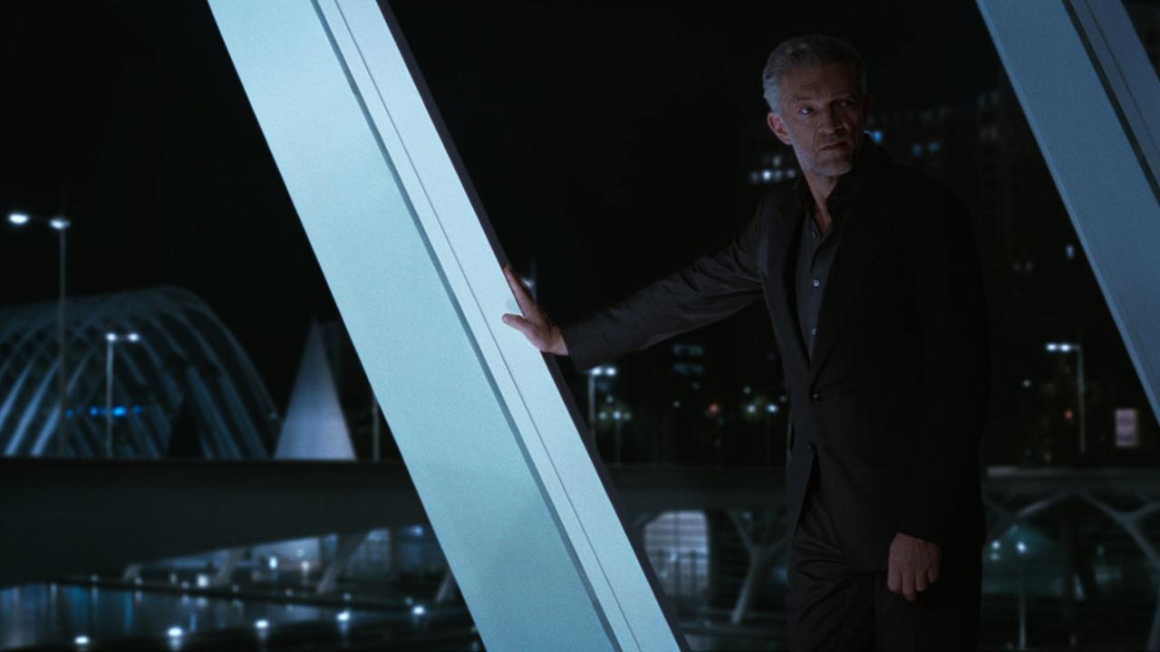 Serac (Vincent Cassel) versucht Dolores aufzuhalten. HBO