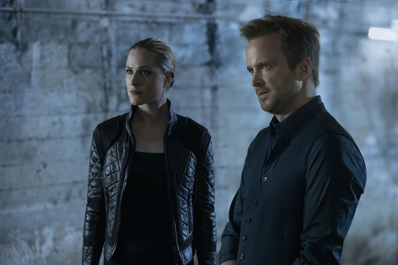 Dolores (Evan Rachel Wood) und Caleb (Aaron Paul) bilden ein Team. HBO