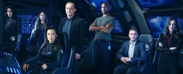 """Nach längerer Pause versuchte es RTL Zwei noch einmal mit der Ausstrahlung von """"Marvel's Agents of S.H.I.E.L.D."""": Doch die Free-TV-Premiere der vierten Staffel wurde nach anhaltend schwachen Quoten vorzeitig abgebrochen. Am Samstagabend kam die Serie um die Abenteuer von Phil Coulson (Clark Gregg) und seinem Team nur auf ungenügende Einschaltquoten und stürzte auf bis zu 1,0 Prozent Marktanteil in der Zielgruppe ab.Bild: RTL Crime/ABC"""