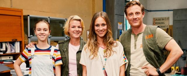 """Noch ein RTL-Serienflop: Die zweite Staffel der Comedy """"Beste Schwestern"""" mit Mirja Boes und Sina Tkotsch zeigte RTL zwischen Januar und März donnerstags um 21.45 Uhr. Im Umfeld von """"Ich bin ein Star – Holt mich hier raus!"""" konnte die Serie anfangs zwar punkten, doch insgesamt kamen die neuen Folgen nicht über 12 Prozent hinaus. Die Erfolgsaussichten waren für RTL nicht mehr ersichtlich, weshalb der Sender auf eine weitere Fortsetzung verzichtete.Bild: MG RTL D/Guido Engels"""