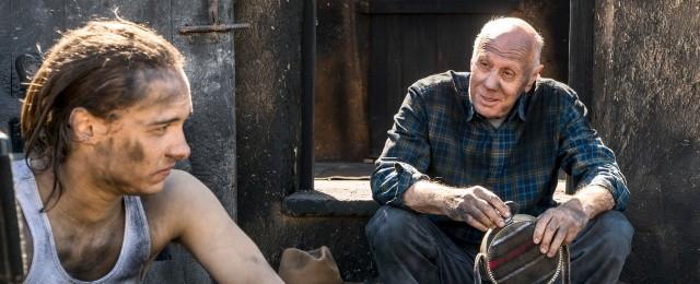 """Im Frühjahr zeigte RTL Zwei die dritte Staffel von """"Fear the Walking Dead"""". Doch das Spin-Off zur Zombieserie """"The Walking Dead"""" geriet mit nur 1,4 Prozent Zielgruppen-Marktanteil völlig unter die Räder. Aus diesem Grund verbannte RTL Zwei die restlichen Folgen von 23 Uhr auf 1 Uhr nachts, wo fortan die Free-TV-Premieren tief in der Nacht ihr Nischendasein fristeten.Bild: Richard Foreman Jr/AMC"""