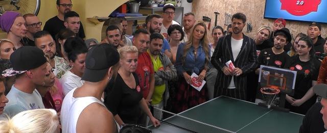 """Obwohl bereits die erste Staffel von """"Get the F*ck out of my House"""" kein Überflieger war, gab ProSieben eine zweite Staffel in Auftrag – und die fiel komplett durch. Im Schnitt waren nur 700.000 Zuschauer für die Realityshow zu begeistern. In der jungen Zielgruppe kamen miese 5,8 Prozent Marktanteil zustande. Eine weitere Fortsetzung bleibt dem deutschen Fernsehen daher sicherlich erspart.Bild: ProSieben"""