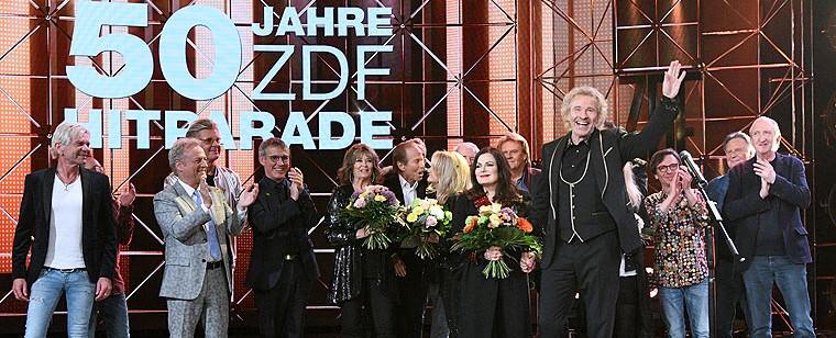 """Anlässlich von """"50 Jahre ZDF-Hitparade"""" strahlte das ZDF eine mehrstündige Geburtstagsshow aus. Thomas Gottschalk hatte zwar nichts mit der Originalsendung am Hut, zog allerdings ein großes Publikum an: Satte 5,83 Millionen Zuschaue und 19,5 Prozent Gesamtmarktanteil sprangen für die Nostalgieshow heraus – mit 10,3 Prozent war auch die junge Zielgruppe überdurchschnittlich stark vertreten. Ebenfalls ein Erfolg war """"Gottschalks große 80er Show"""", die Ende Oktober von rund 4,91 Millionen Menschen gesehen wurde. ZDF/Sascha Baumann"""
