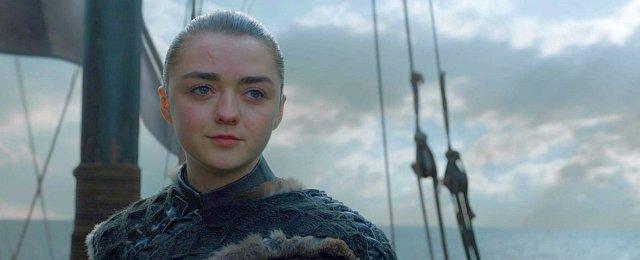 """…dazu kommen die überragenden Quoten, die """"Game of Thrones"""" mit der achten und letzten Staffel bei den Fernsehausstrahlungen weltweit erreicht hat, und die Tatsache, dass die finale Staffel gerade erneut zur """"am meisten illegal heruntergeladenen Fernsehserie"""" des Jahres """"gekürt"""" wurde. Daneben wurde technisch in der achten Staffel für eine Fernsehproduktion erneut die Grenze nach außen verschoben, so dass es auch für die finale Staffel zu 12 Emmys reichte – insgesamt kommt das Fantasy-Epos somit auf den Rekordwert (für eine fiktionale Serie) von 59 Emmys, der wohl lange Bestand haben wird. Bild: HBO"""