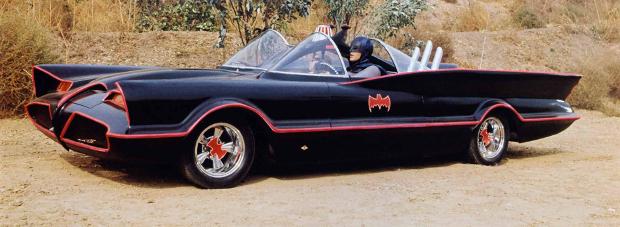 Eine Klasse für sich: Das Batmobil (Bild: Warner Bros. Television Distribution)