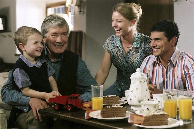 Nach Martins Abschied bleibt nur Markus mit Anna und David in Küblach. (Bild: ZDF/ndF mbH)
