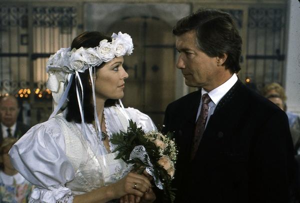 Das ging schnell: Hochzeit nach nur zwei Folgen (Bild: ZDF/ndF mbH)