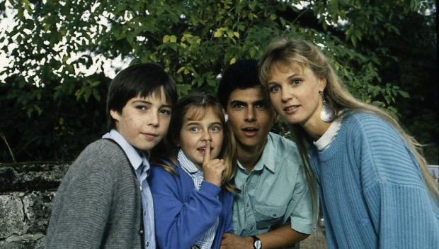 Die jungen Rombachs: Peter (Nikolai Bury), Rica (Nicole Schmid), Markus (Michael Wolf) und Andrea (Katharina Köhntopp) (Bild: ZDF/ndF mbH)