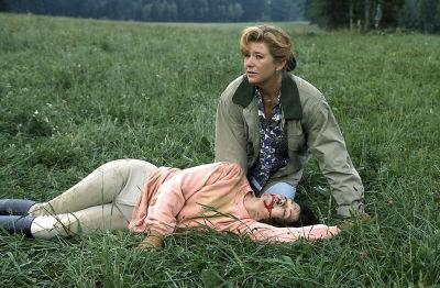 Silva (Jutta Speidel) musste Angelikas (Anja Kruse) Unfall mitansehen. (Bild: ZDF/ndF mbH)