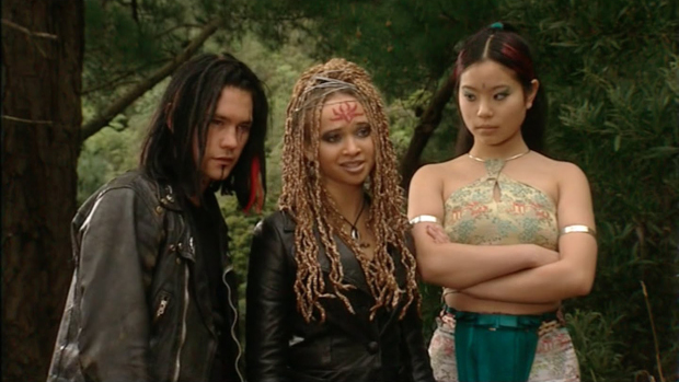 Lex (Caleb Ross), Ebony (Meryl Cassie und Tai-San (Michelle Ang)Channel 5/Koch Media GmbH