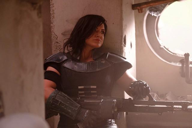 Ex-Rebellin Cara Dune (Gina Carano) mit schwerem Kriegsgerät Lucasfilm