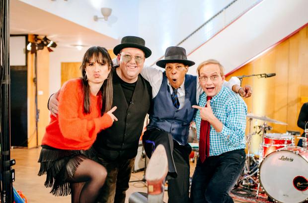 Stephanie Stumph mit Sebastian Krumbiegel, Marla Glen und Wigald Boning MDR/DW/Marcel Schroeder