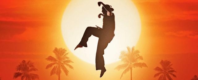 """Ebenfalls einen Achtungserfolg landen konnte YouTube mit seiner Eigenproduktion """"Cobra Kai"""". Das Spin-Off zum Film """"Karate Kid"""" von 1984 war nach einigen eher mauen Serien der kreative Durchbruch bei YouTube – wo man allerdings mittlerweile seine Strategie überdenkt und die Entwicklung neuer fiktionaler Serien auf Eis gelegt zu haben scheint. YouTube/Sony Pictures"""