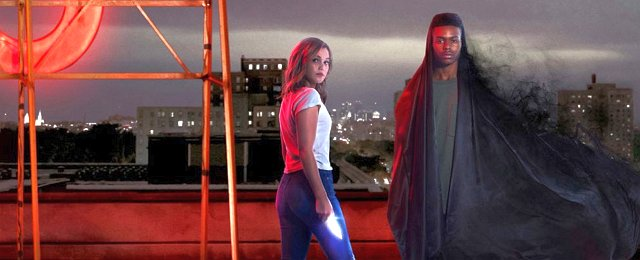 """Im Teenager-Drama-Bereich konnte auch die Serie """"Marvel's Cloak & Dagger"""" überzeugen, deren Helden aus schwierigen Umständen stammen: Protagonistin Tandy Bowen aka Dagger (Olivia Holt) kommt aus einer verarmten Familie mit einer alkoholkranken Mutter, während Tyrone Johnson aka Cloak (Aubrey Joseph) einer schwarzen Familie entstammt, die ein Mitglied durch ungesühnte Polizeigewalt verloren hat. Hulu/Marvel Studios"""