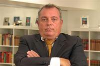 Hans Mosbacher (56) ist Geschäftsführer und Inhaber eines Personaldienstleistungsunternehmens. Als Bewerber schlüpft in die Rolle des Klaus Becker. Undercover wird er eine Woche lang von seinen Angestellten angelernt. – © RTL