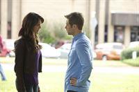 In ihrer Verzweiflung wendet sich Elena (Nina Dobrev, l.) an Aaron (Shaun Sipos, r.). In der Hoffnung, so Damon zu finden, aber es kommt ganz anders ... – © Warner Brothers