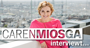 Caren Miosga interviewt ... – Bild: NDR/probono/Anne Koch