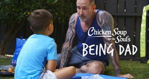 Chicken Soup for the Soul: Vaterschaft – Bild: Netflix/Chicken Soup for the Soul Entertainment
